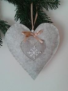 Ręcznie robione serce z filcu. Idealny prezent na święta. Wymiary 18x20 cm. C...