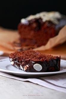 Proste ciasto kakaowe bez jajek z dodatkiem wiśni moczonych w alkoholu. Do te...