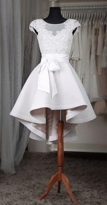 Czy ktoś się orientuję skąd jest ta suknia, model firma lub cokolwiek na jej temat ???