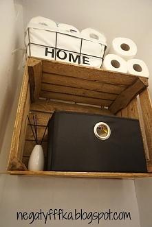 Półka w toalecie ze skrzynki po jabłkach