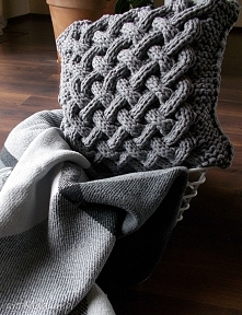 Poduszka splatana