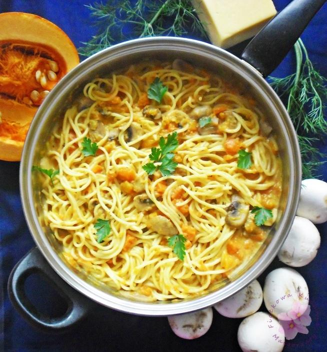 Spaghetti z dynią i pieczarkami