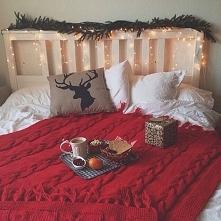 Wystrój świąteczny w sypialni.