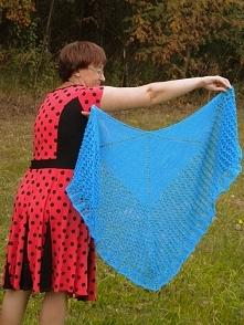 Chusta ręcznie robiona na drutach.Chusta to efekt Motyla,w kolorze turkusowym.Pięknie się prezentuje,jest elegancka