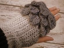 Miteńki rękawiczki bez palców - Rękodzieło u Edyty Coś więcej niż hobby Witam, do sprzedania śliczne rękawiczki - mitenki robione ręcznie na szydełku  Ciepłe i miłe w dotyku  Rozmiar uniwersalny