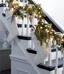 Świąteczna dekoracja schodów