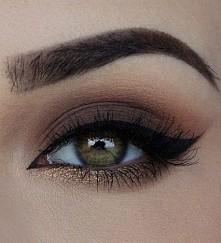 Nude eye makeup