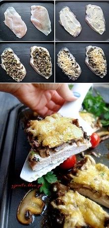 Zapiekany filet z pieczarkami.