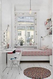 okno przy łóżku
