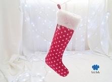 """Urocza skarpeta """"Czerwone Gwiazdki"""". Skarpeta świąteczna to idealny pomysł opakowania prezentów.  Idealny pomysł dekoracji wnętrz na Święta."""