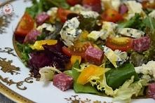 Sałatka z serem pleśniowym i salami na szybko - przepis po kliknięciu w zdjęie