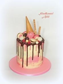 Kapiący tort czyli Drip Cake Tort obkładany czekoladowym ganache