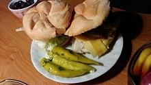 Dzisiejsza kolacja, czyli burgery z mięsem z indyka, sałatą, serem, cebulą i ...
