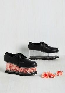 ciekawe buty :D. ktoś wie gdzie takie dostać?