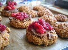 Ciasteczka owsiane z malinami  przepis na: kasiajaglana.blogspot.com