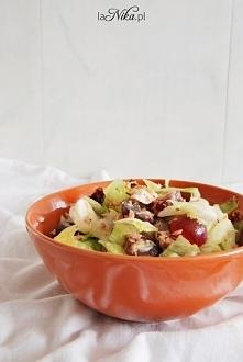 Tuńczyk + winogrona + mozzarella + pomidory = sałatka <3  Po dokładny przepis zapraszam do siebie. Przepis po kliknięciu w zdjęcie!