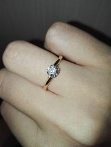Pierścionek zaręczynowy Narzeczony sam wybierał i myślę, że trafił idealnie :)