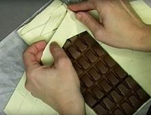 Wystarczy, że tabliczkę czekolady owiniesz ciastem francuskim. Efekt przejdzi...
