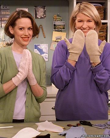 Mitenki z swetra - uroczy pomysł na ręcznie robiony prezent DIY dla kogoś bliskiego.