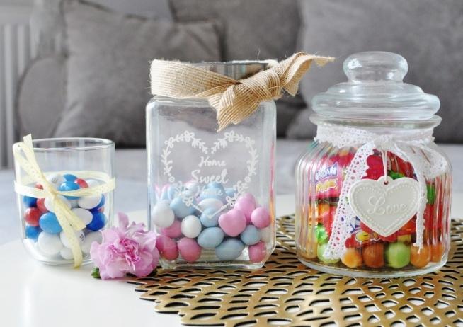 Już same słoiczki wyglądają pięknie i mogą ozdabiać nasz pokój przez cały rok, wypełnione słodyczami wyglądają jeszcze fajniej!