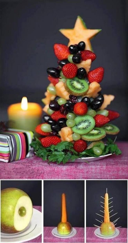 W świeta też nie moze zabraknąć owoców. W końcu lepsze owoce, niż słodycze. Gdy zrobisz taką choinkę, możesz być pewna, że długo na stole nie postoi; D