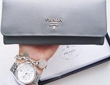 Szary portfel od Prady.