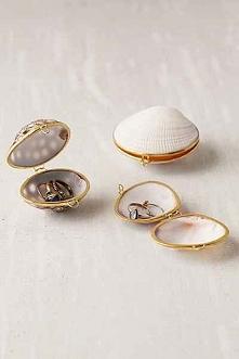 <3 Małe pojemniki na biżuterię w kształcie muszelek. Piękne i wyjątkowe opakowanie prezentu jakim ma być biżuteria.
