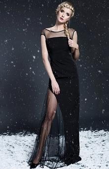 Monika Natora 285 sukienka czarna Przepiękna wieczorowa sukienka - długość maksi, góra dopasowana ozdobiona transparentną stawką, sukienka wykończona satynową pasmanterią, fason...