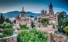 Zamek Colomares, Hiszpania.Castillo de Colomares położony na malowniczym, hiszpańskim wybrzeżu Costa del Sol w miejscowości Benalmádena, uważany jest za najpiękniejszy zamek poł...