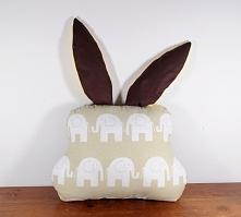 Poduszka królik (tył), wypełnienie antyalergiczne.
