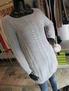 Szary sweterek warkocze <3