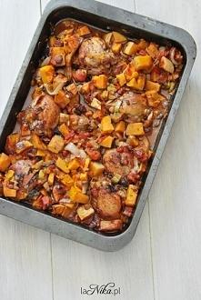 Kurczak alla cacciatora według Jamiego Olivera! Jego dania zawsze wychodzą pysznie i z tym było tak samo. Polecam :) Przepis po kliknięciu w zdjęcie