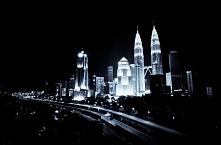 miasto nocą, gra świateł