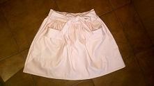 sprzedam śliczną nową spódniczkę  z eko skórki   kolor różowy   Ozdobne kieszonki , paseczek :)  must have sezonu   rozmiar uniwersalny   Idealny na s, m , l   polecam <3