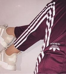 Burgundowe spodnie adidas