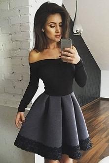 Rozkloszowana, dwukolorowa sukienka z odkrytymi ramionami. Sukienka, która id...