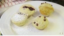 Składniki: – Cukier – Mąka – Proszek do pieczenia – Mielone siemię lniane – Mleko – Wanilia (może być ekstrakt) – 1 jajko – Roztopione masło (ew. olej kokosowy) – Wszelkie dodat...