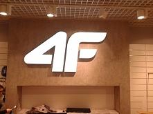 Logotyp 4f przestrzenny