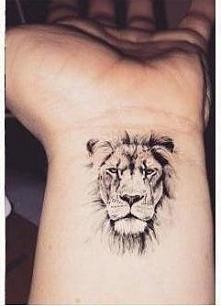 lew. myyślę, żeby zrobić sobie taki tatuaż pod obojczykiem. co wy na to ?