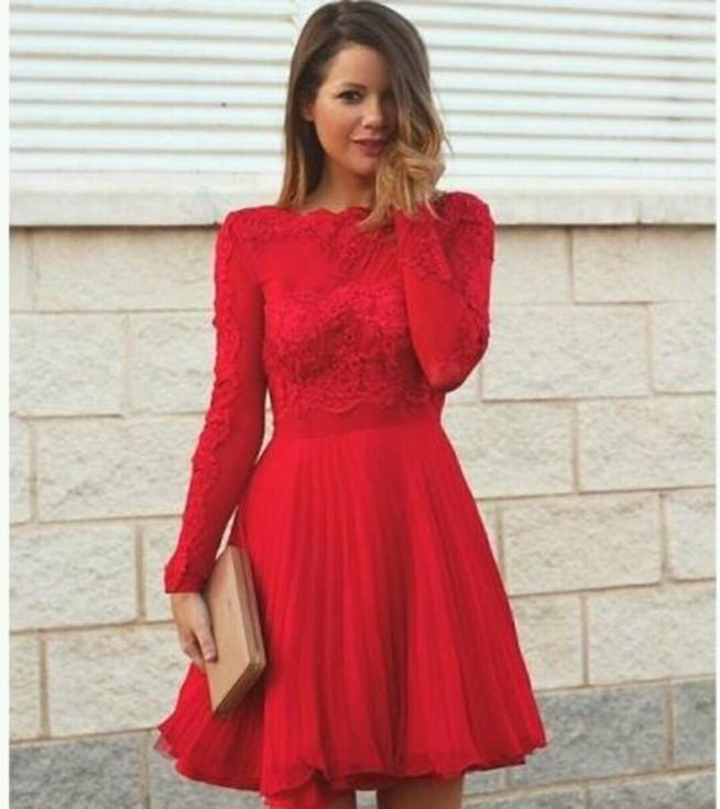 Tiulowa sukienka z długim rękawem
