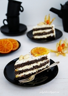 Tort makowy z kremem śmietankowo-czekoladowym i pomarańczowym akcentem