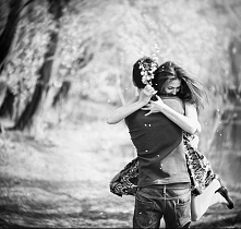 Każdy związek rozpoczyna się od tych cudownych, niebiańskich i idyllicznych chwil,  to ten czas kiedy Ona czuję się w pełni doceniana i zadbana a On nie ma pojęcia o istnieniu i...