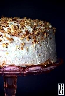Tort z mascarpone i orzechami