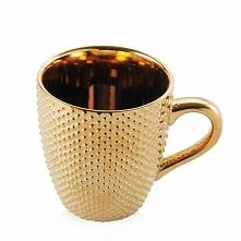 Jestem miłośniczka ciepłych napojów, herbata, kawa, kakao... zimą wypijam ich...