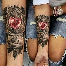 tatuaże damskie róże i serce