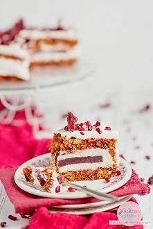Jesienny bezglutenowy tort buraczany z granatem