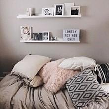 Uwielbiam mieć dużo poduszek na łóżku. <3