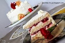 Tort z białą czekoladą i truskawkami