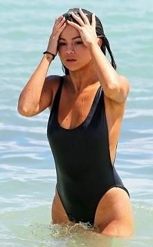 Selena *.*