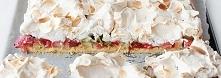 Ciasto kruche z rabarbarem, konfiturą malinową i bezą